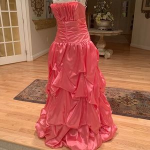 Gorgeous ball gown worthy of a princess👑